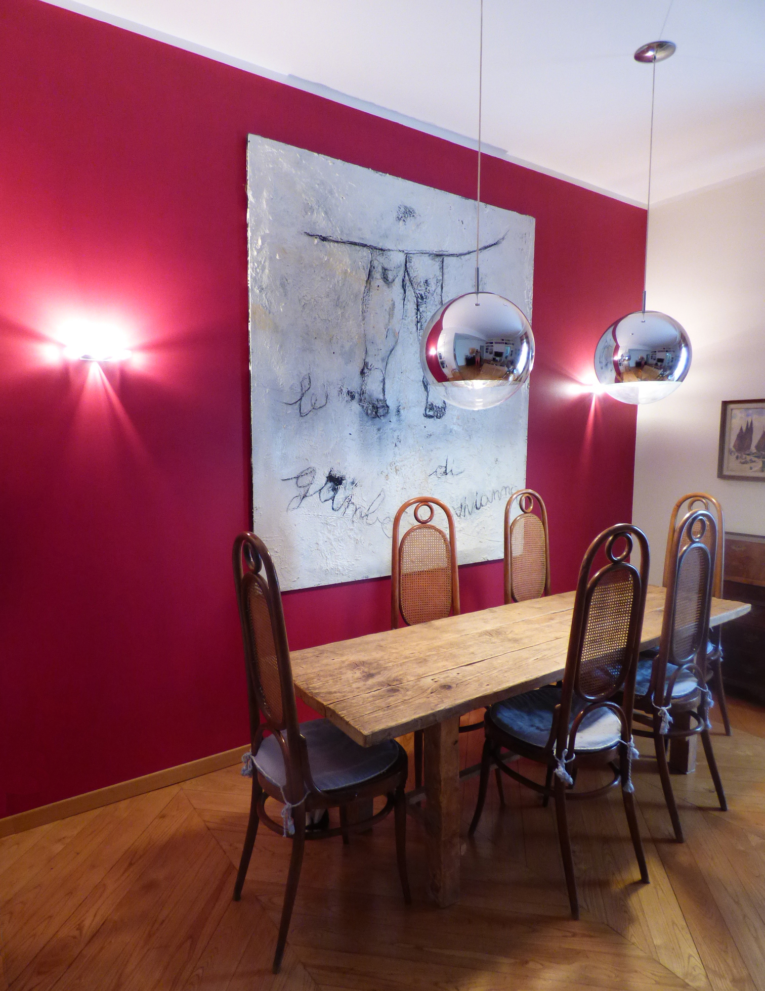 Vorrei dipingere le pareti di casa bianco o a colori for Parete rossa soggiorno